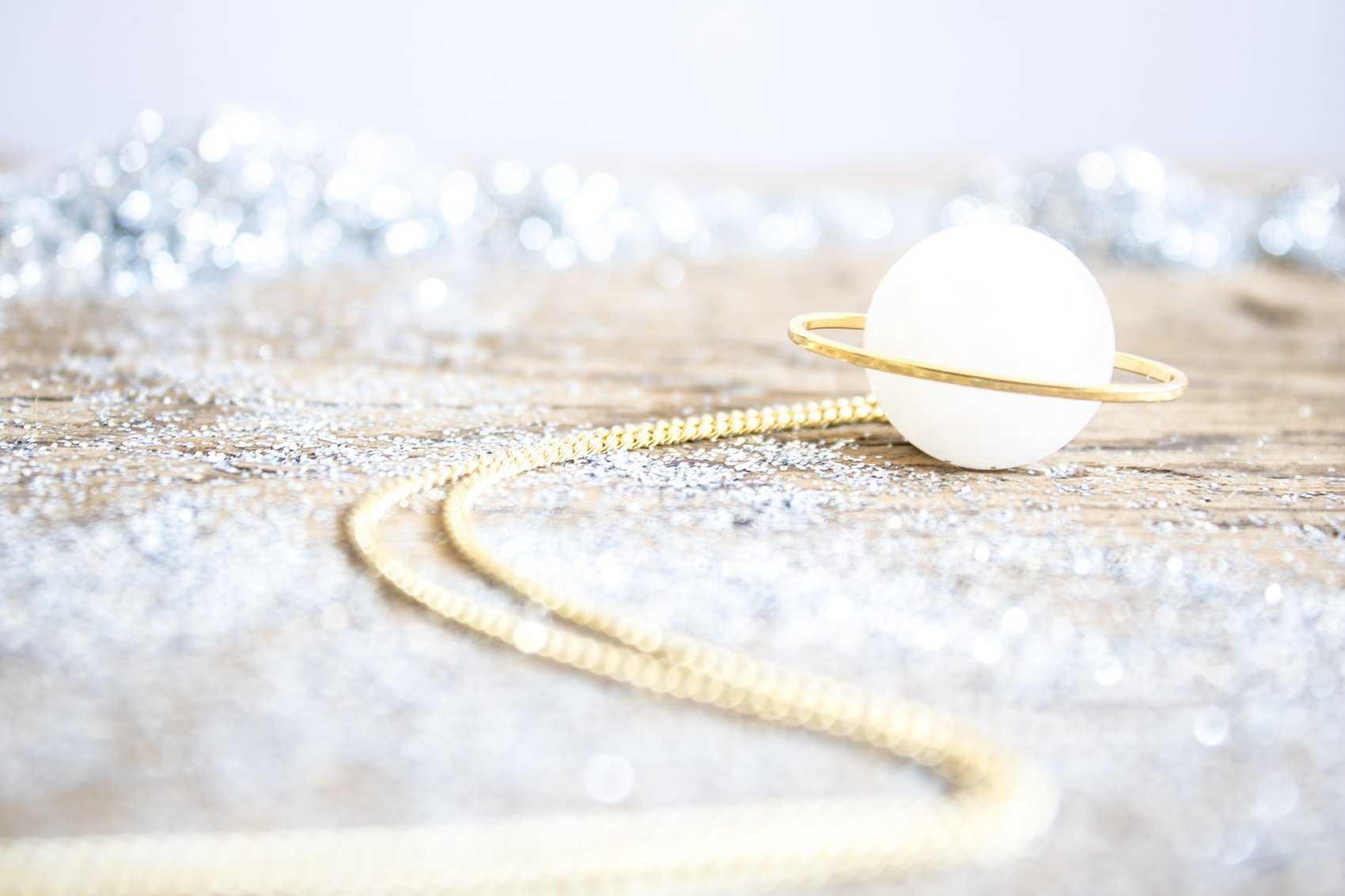 Saturno Colgante / Necklace