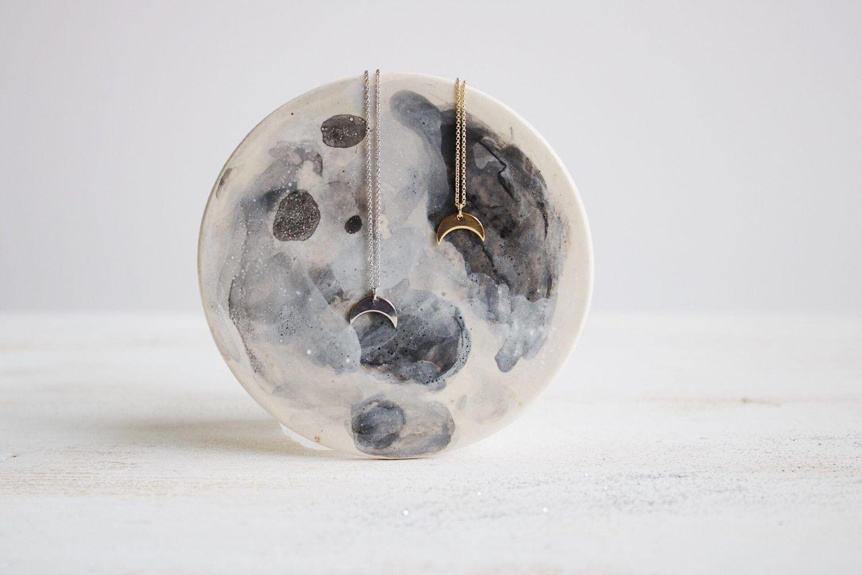 Colgante luna Selene de Fauna y Flora Joyería inspirada en la Naturaleza