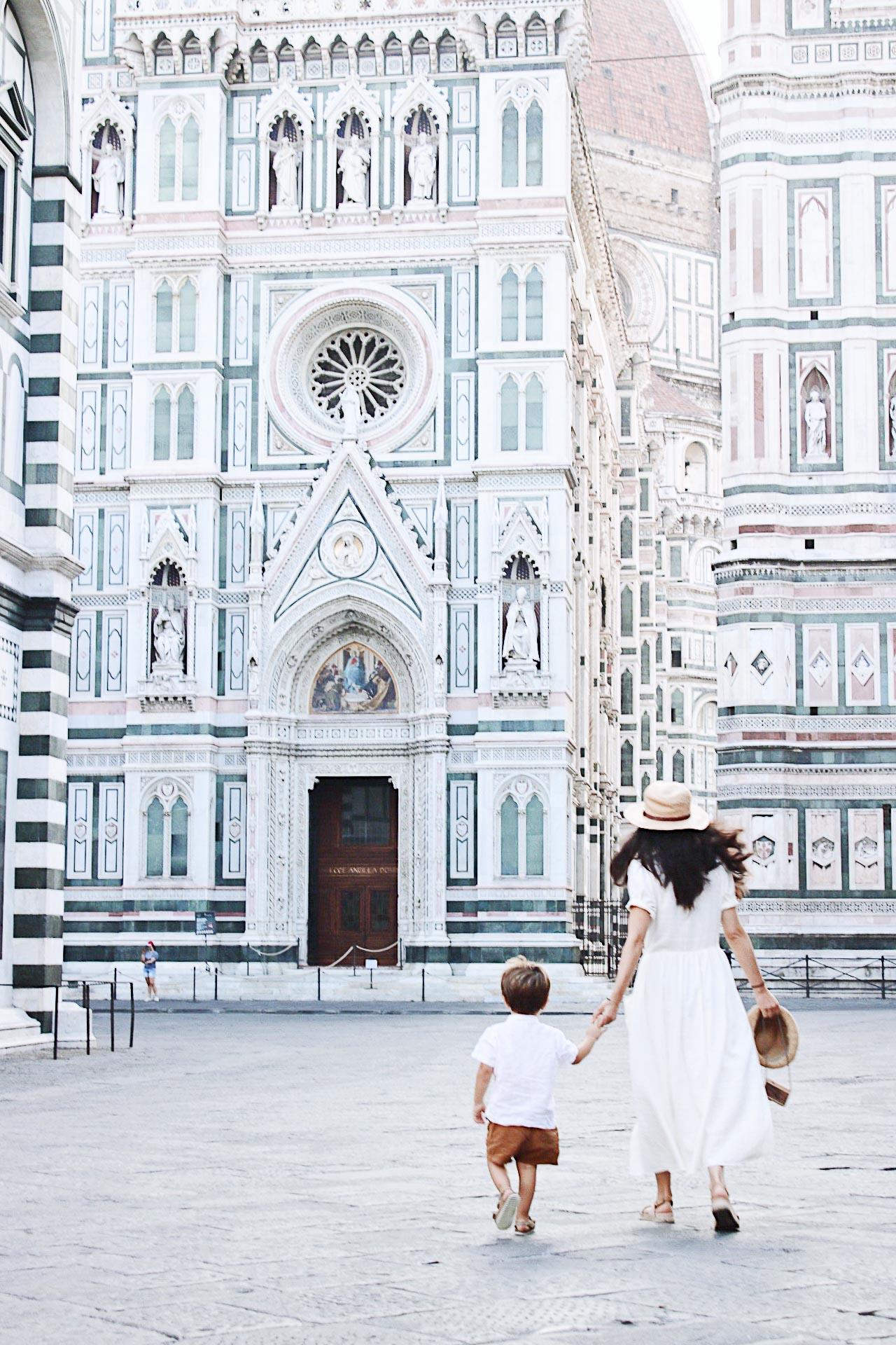 Florencia turismo con niños en la Plaza del Duomo