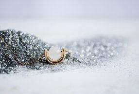 Fauna y Flora Colgante de piedra luna Más Allá Chapado en oro de 18kt y libre de níquel y plomo