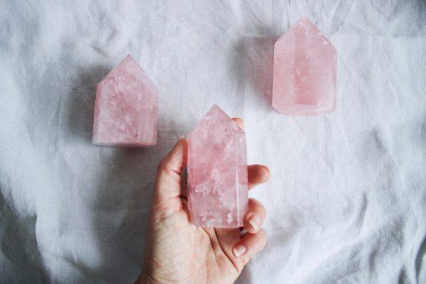 Puntas de cuarzo rosa natural, minerales de la colección Selected Crystals de Fauna y Flora