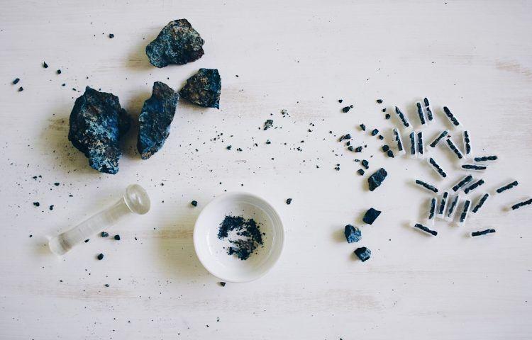 Fauna y Flora joyeria con minerales Aerinita el azul de los pintores del Románico