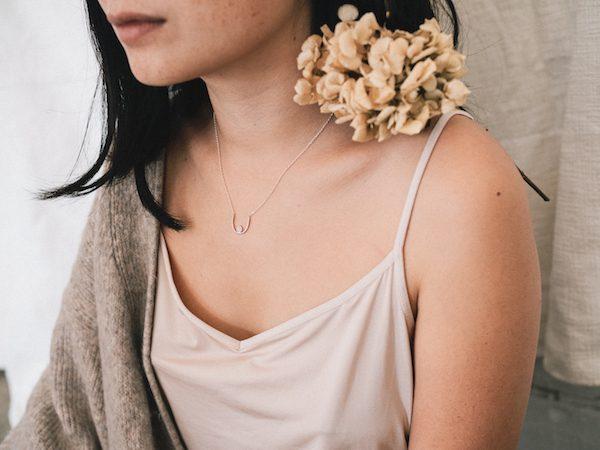 Collar Mama benéfico contra el cáncer de mama de la marca Fauna y Flora