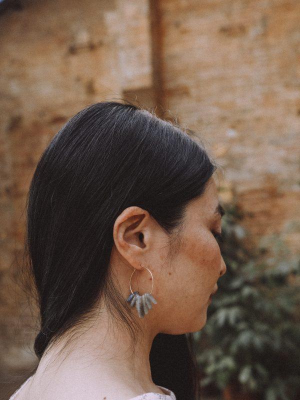 Pendientes de aro grandes con piedras naturales de Labradorita de Fauna y Flora